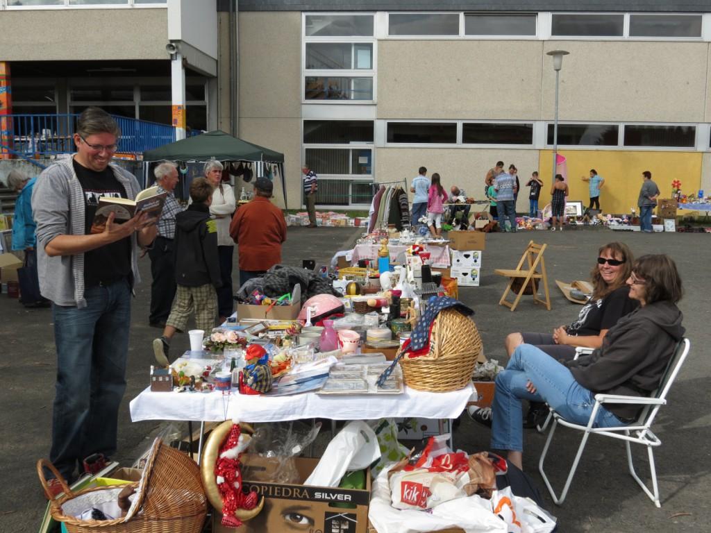 Wie viel Spaß das Stöbern und Feilschen auf einem Flohmarkt macht, erlebten die Besucher des Schulflohmarkts in der Paul-Schneider Realschule plus und Fachoberschule in Sohren.