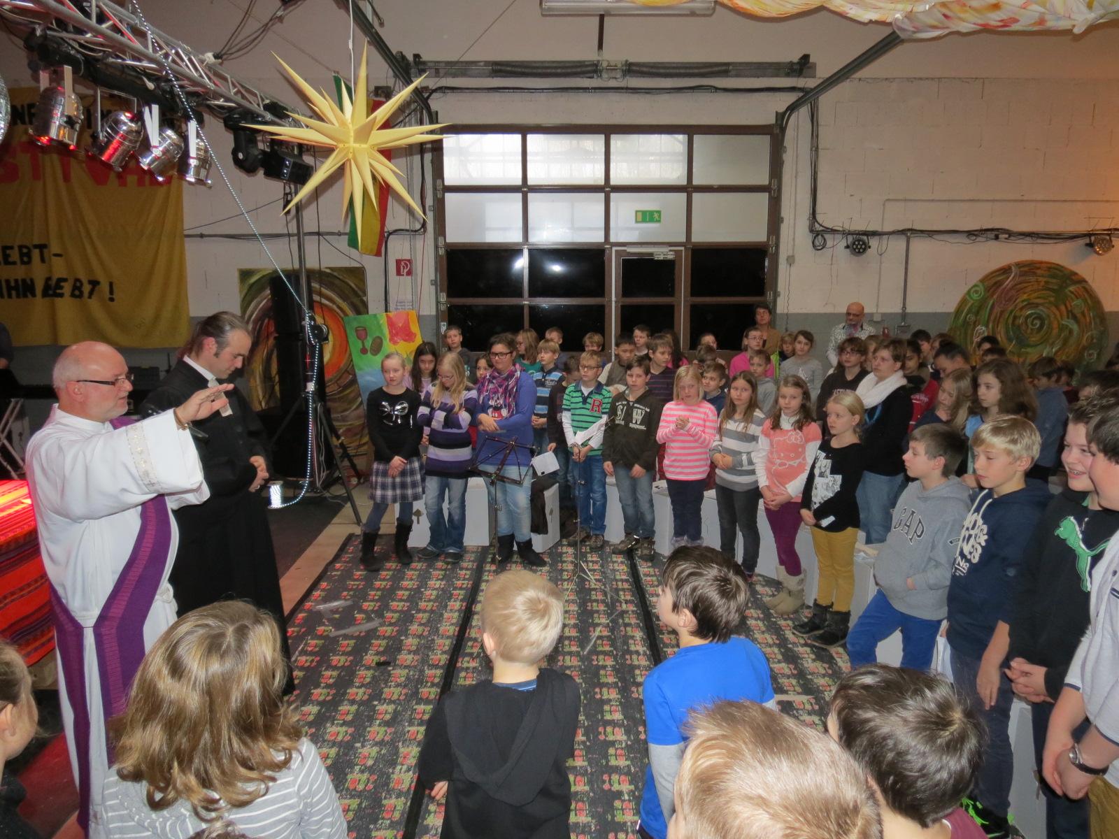 Paul-Schneider-Schüler feiern mit Grundschülern Weihnachten | Paul ...