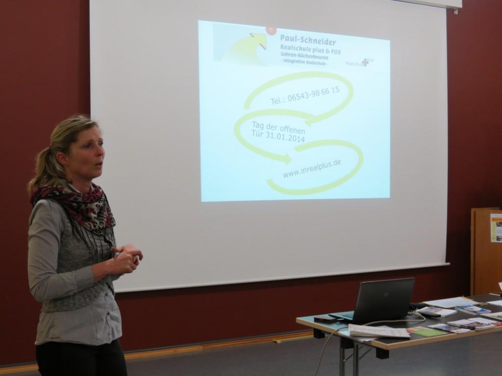 Claudia Moser erläutert die FOS in Sohren: Praxisnahes Bildungsangebot, das in zwei Jahren zur Fachhochschulreife führt.