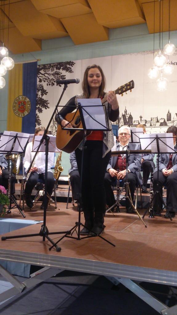 Jessica Chrispens als Solistin beim 6. Neujahrskonzert in Kirchberg. 750 Zuhörer vom Debüt begeistert.