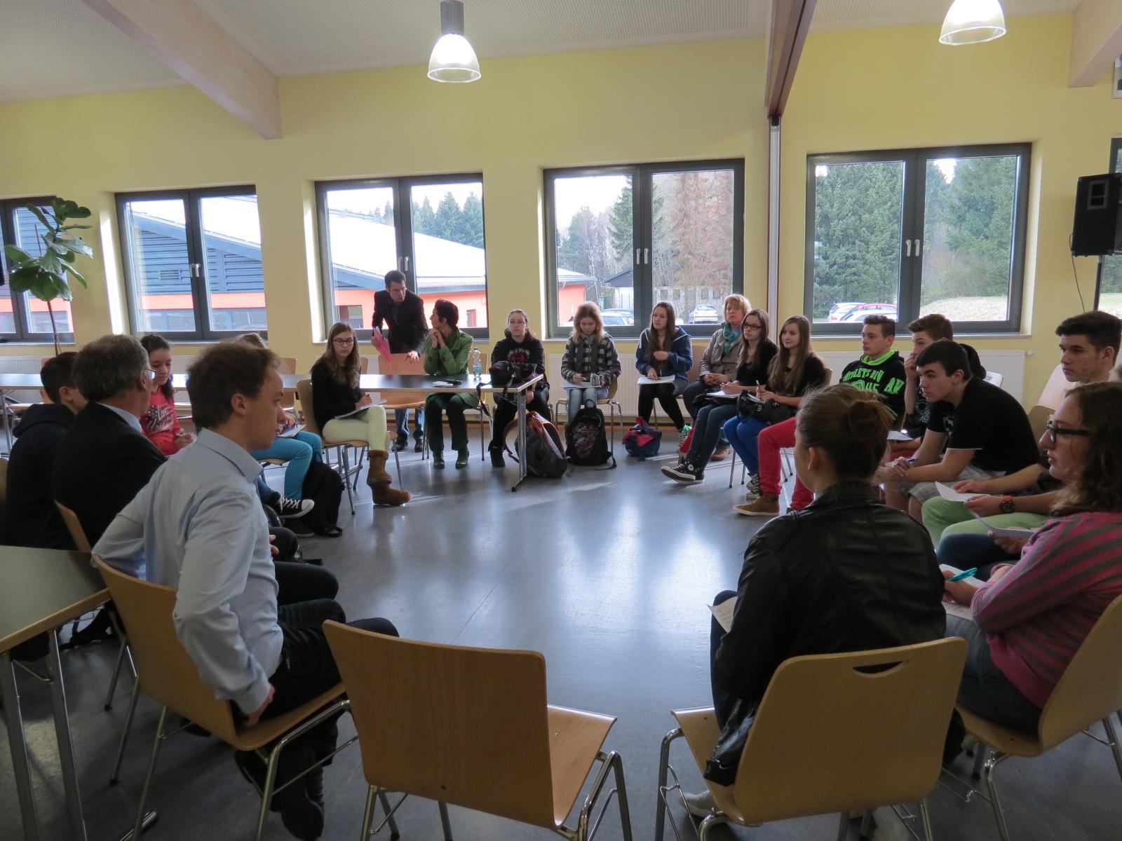 Stuhlkreis schule  Karrieretag 2014: Unternehmen bewerben sich bei Schülern | Paul ...