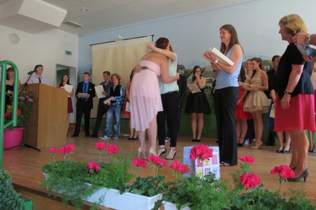 Das Lehrerteam wird ihre Helden vermissen. Die Abschlussfeier der Paul-Schneider-Schüler war geprägt von emotionalen Momenten, Rückblicken und vielen Ausblicken auf den neuen Lebensabschnitt der 76 Absoventen.