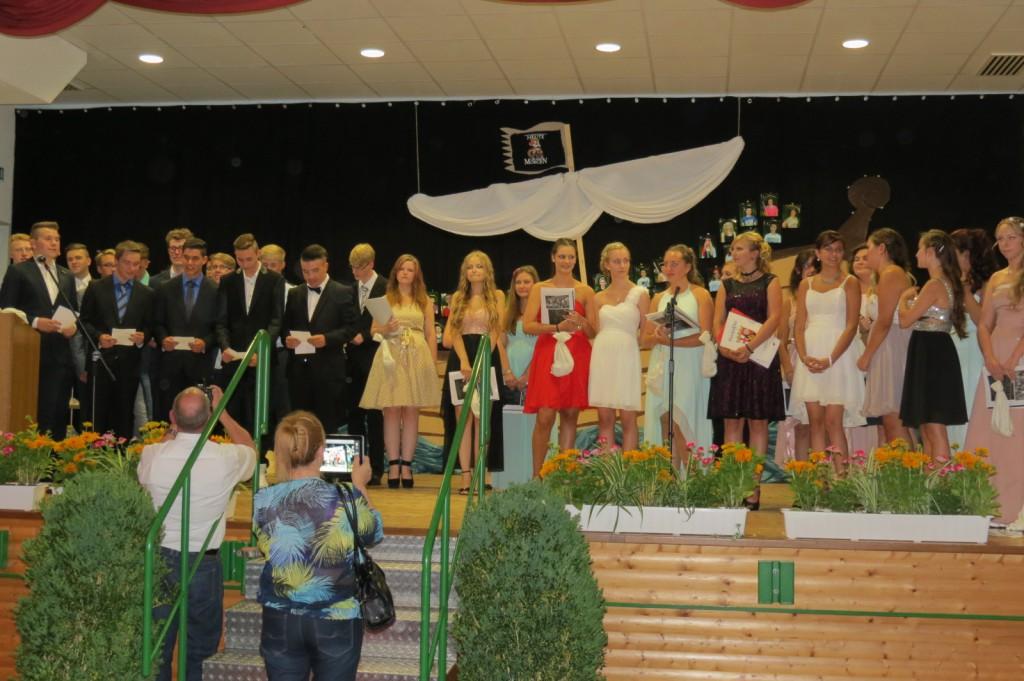Fototermin Abschlussfeier - alle Absolventen auf einen Blick